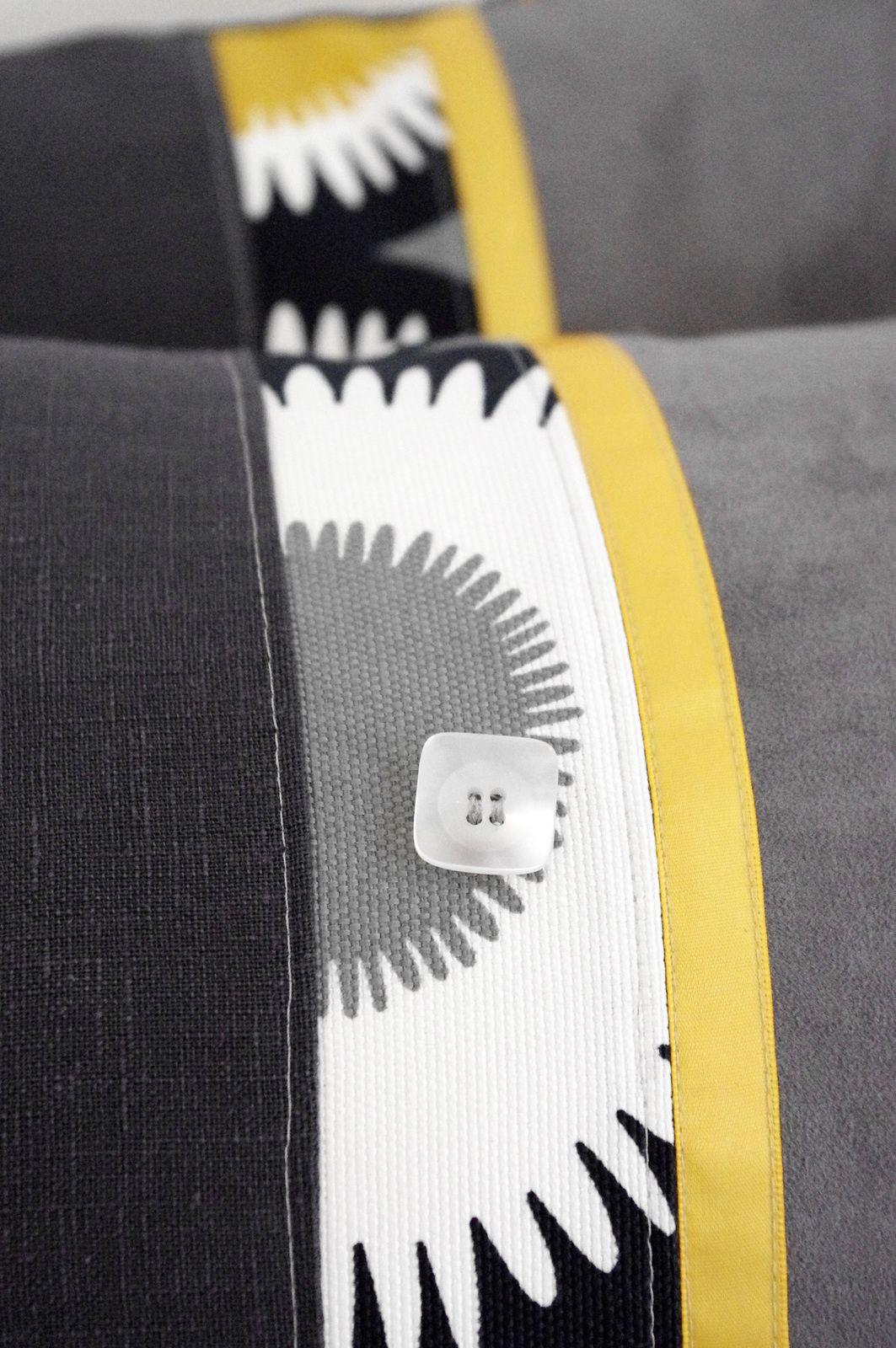 coussins boh mes jaunes et gris l 39 abracadabroc. Black Bedroom Furniture Sets. Home Design Ideas