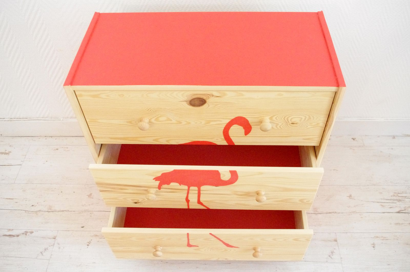 Commode flamant rose