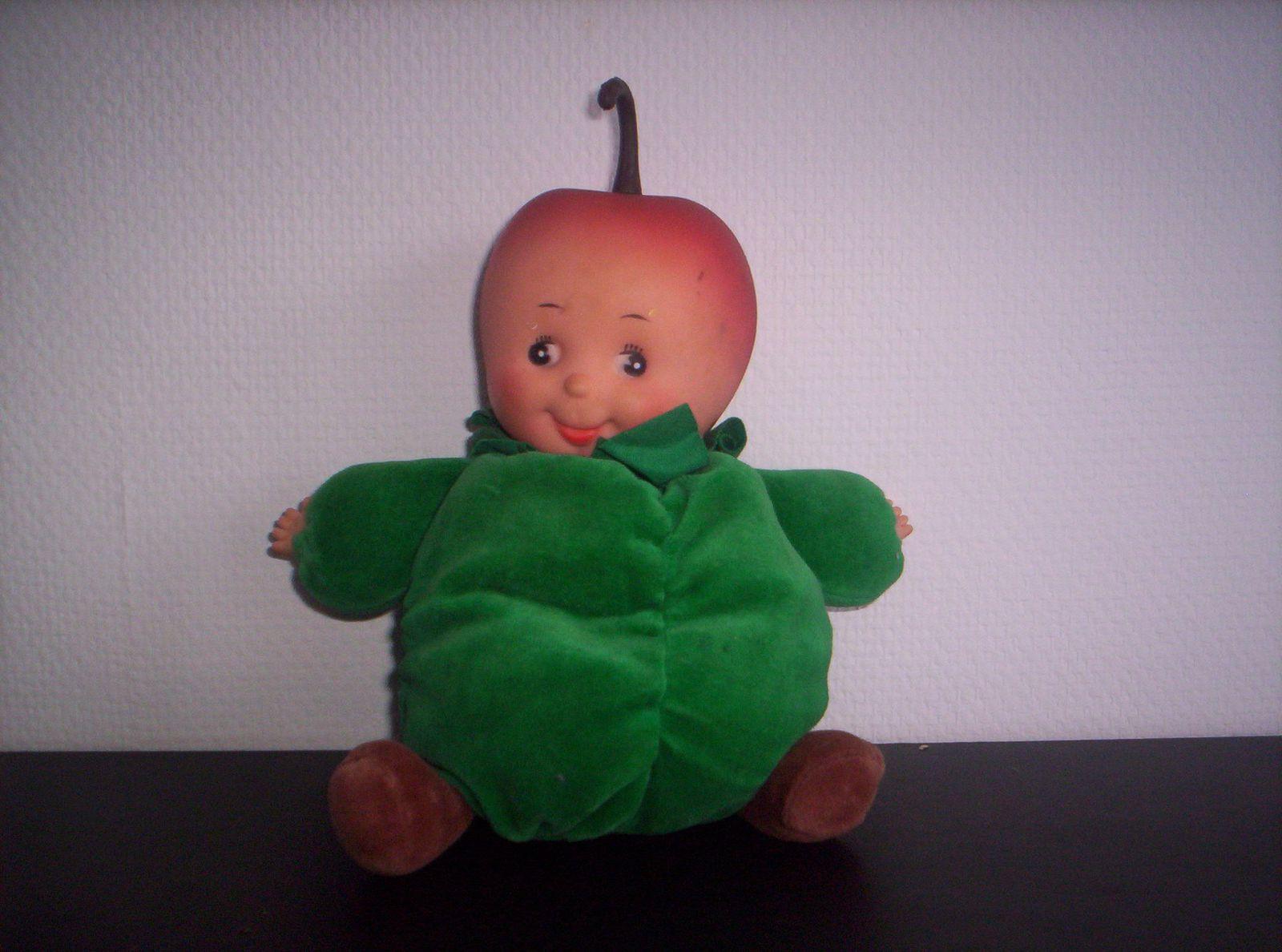 Mi poupée, mi peluche, avec des adorables petites mains molles: voici Pomme verte.
