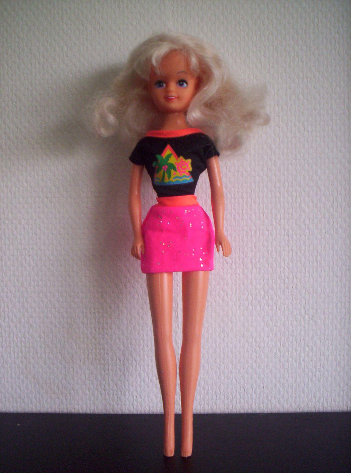 Perle, Delavennat, 1987 avec la tenue de Barbie Palmbeach.