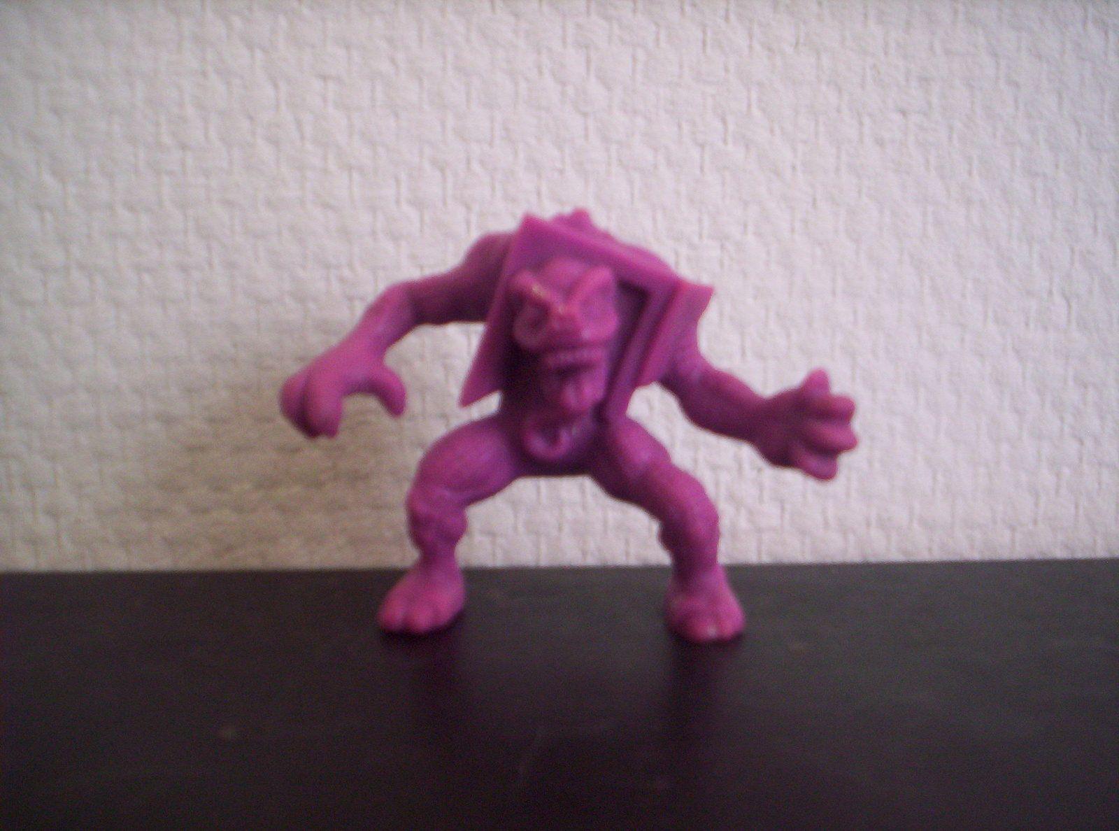 Créature du placard n°90 violet.