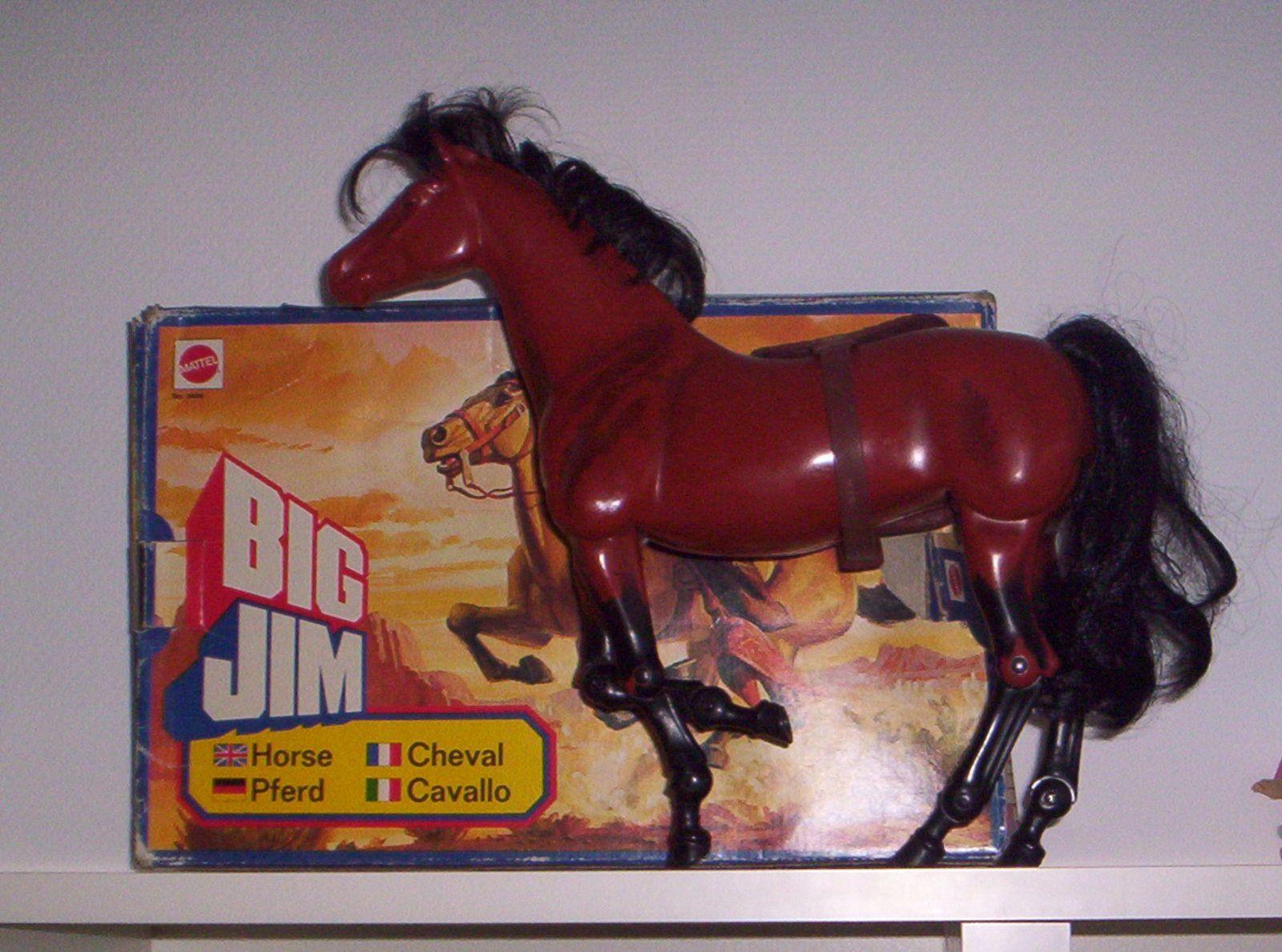 Tempête le cheval de cowboy avec boîte et selle, 1977.