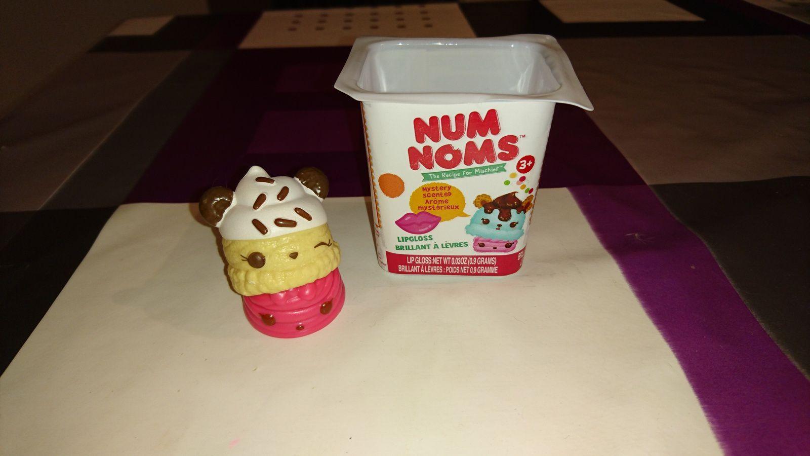 Num vanille/réglisse et Nom cerise :)  Série 1: Lulu Licorice et Cherry Gloss-up