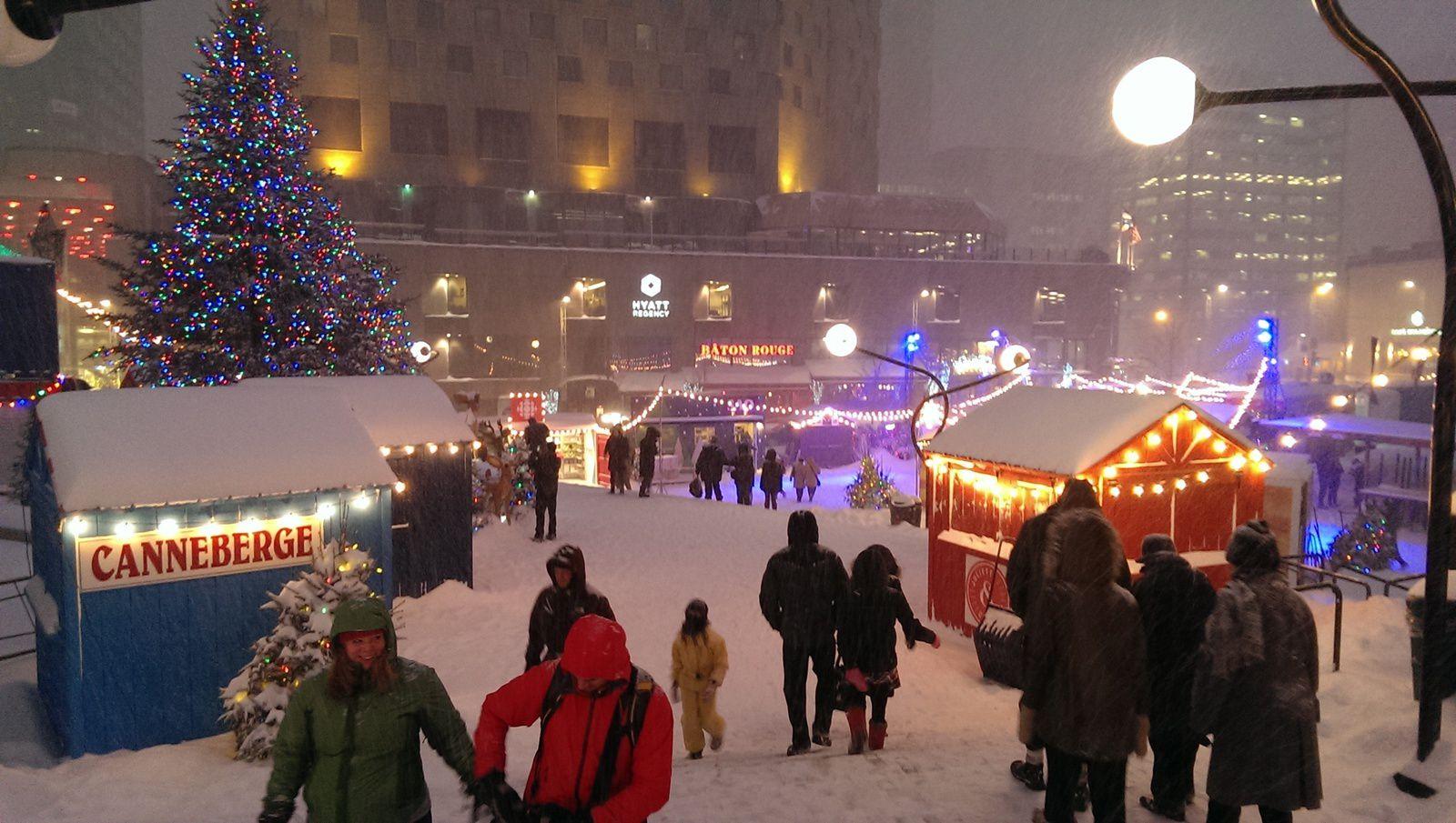 Marché de Noël sous la neige et luminothérapie