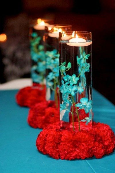 decoration table rouge et bleu clair