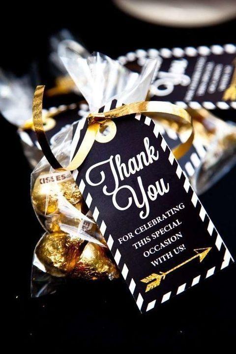 cadeau invités mariage noir et or