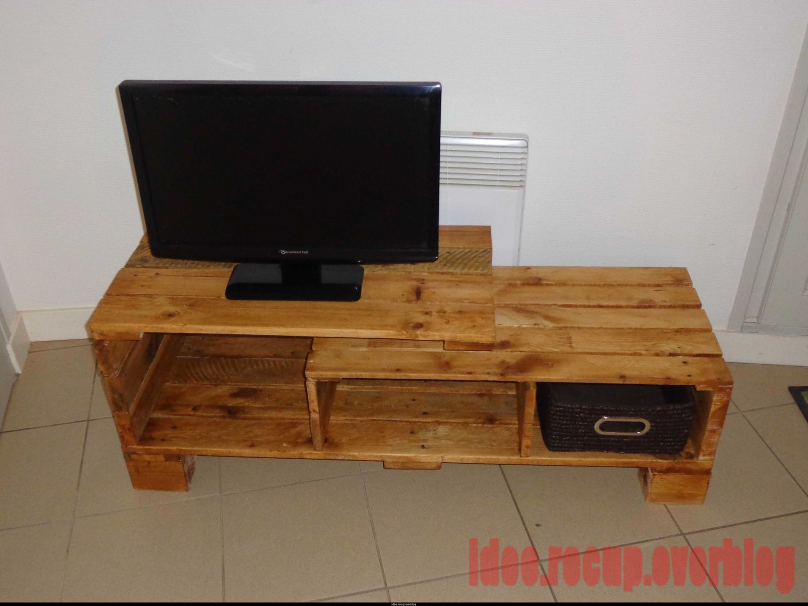 Meuble tv en palette for Table de television en bois