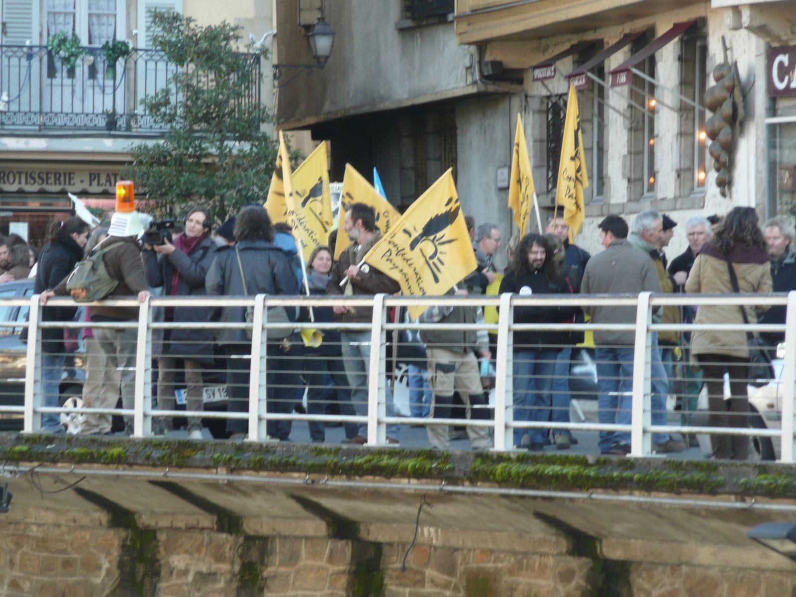 """Manifestation """"Sauvons l'élevage"""" du samedi 5/01 (organisée par la Confédération paysanne nationale)"""