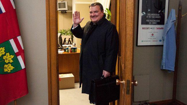 Bon voyage monsieur le Ministre Jim Flaherty si vous voyez monsieur Jack Layton dites à lui le parti NPD manque de lui dans sa pensée dans le parlement à Ottawa salut
