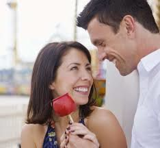 Les coeurs battants pour tous les attentes des cadeaux de Saint-Valentin.