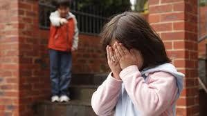 Les Intimidations, corruptions, autres choses qui se passent entre les élèves à surveiller dans les écoles. Quand c'est trop c'est trop mesdames et messieurs prener la vie des jeunes en mains propres