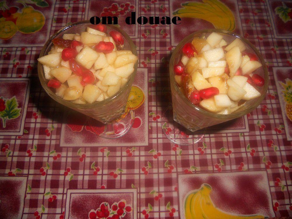 يزين حسب الرغبة انا استعملت تفاح بيسطاش لوز بتي  سويس بسكوي شكلاط