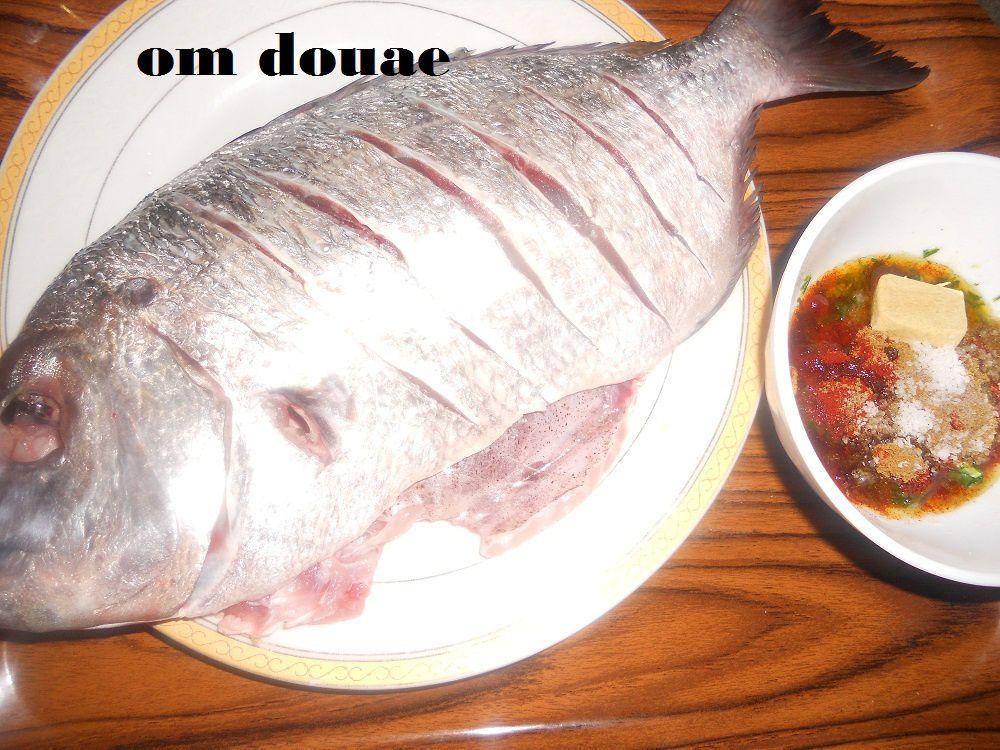 سمك الشرغو بصلصة الطماطم واللوز ايفيلي