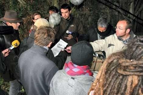 Mercredi matin, les organisateurs de la manifestation de « réoccupation » de samedi ont tenu une conférence de presse sous couvert d'anonymat.