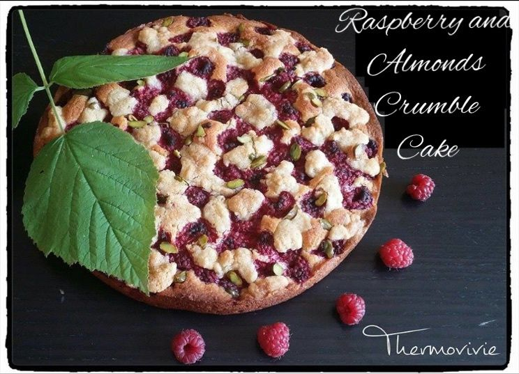 Raspberry and Almonds crumble Cake