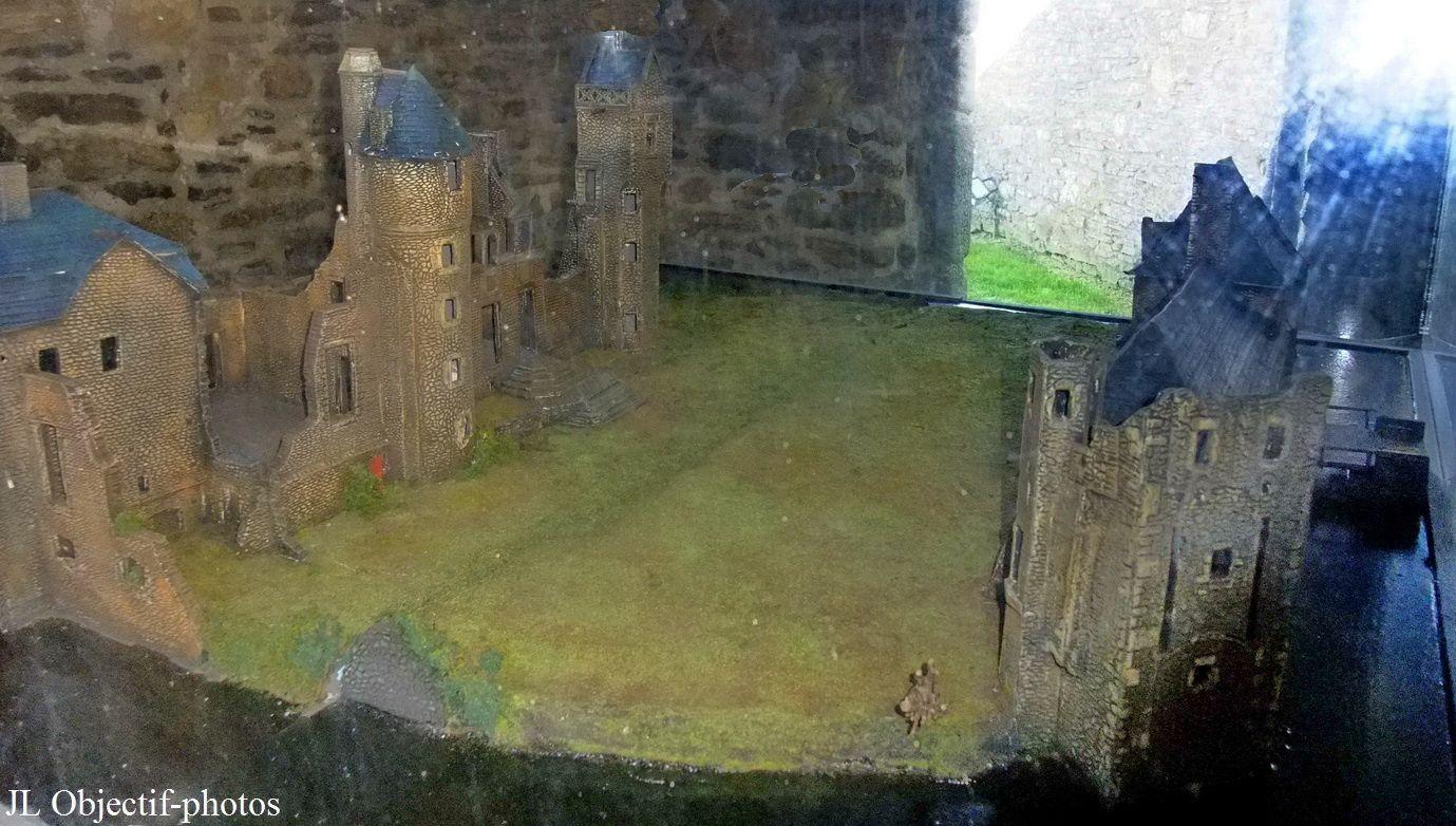 """Maquette du Chateau de Gratot dans la salle """" Huit siècles de vie"""""""