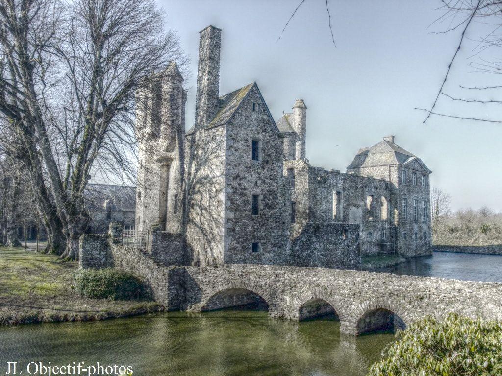 Vue sur l'arrière du château de Gratot, Manche - Basse-Normandie