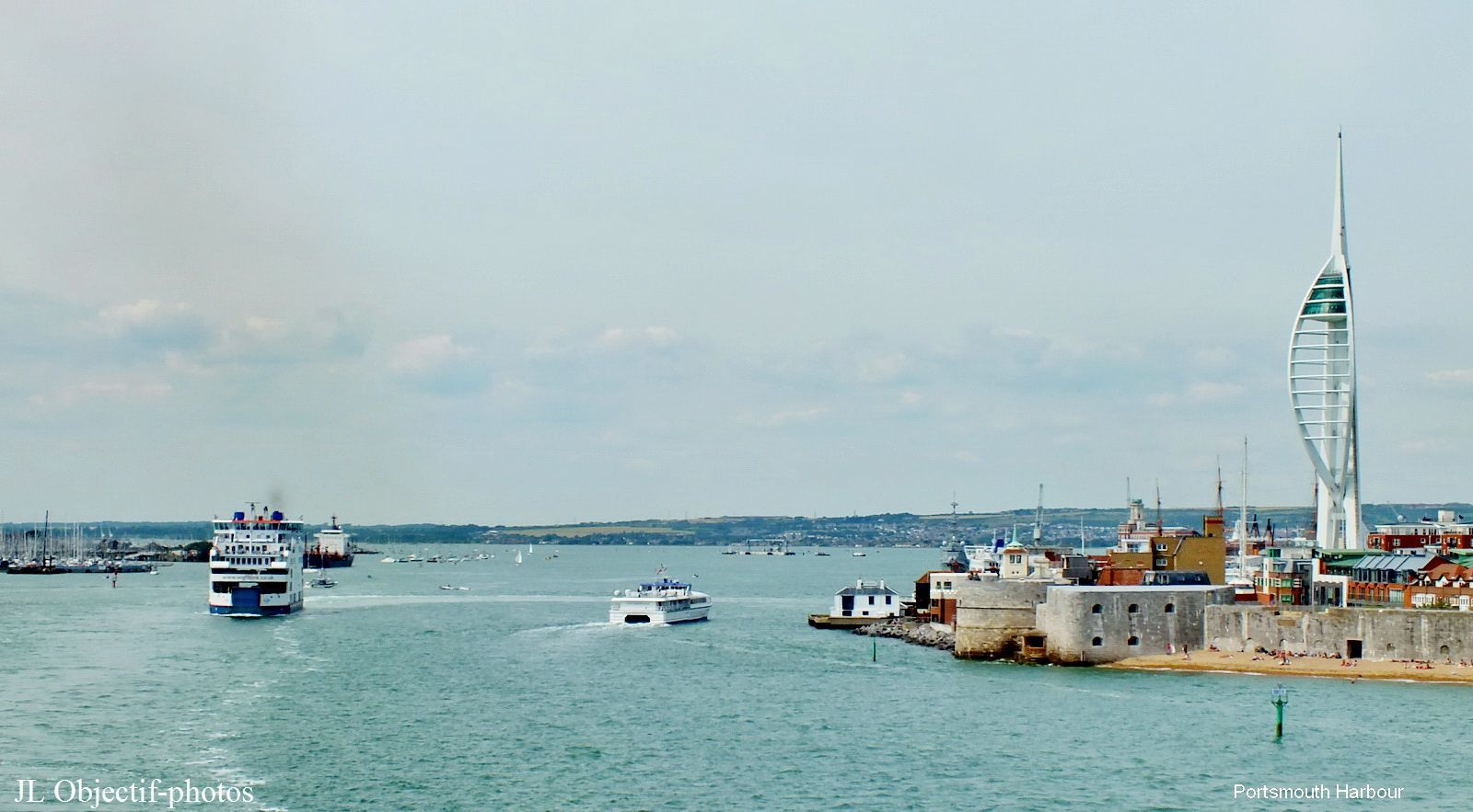Portsmouth Harbour England UK avec le The Spinnaker Tower on the right