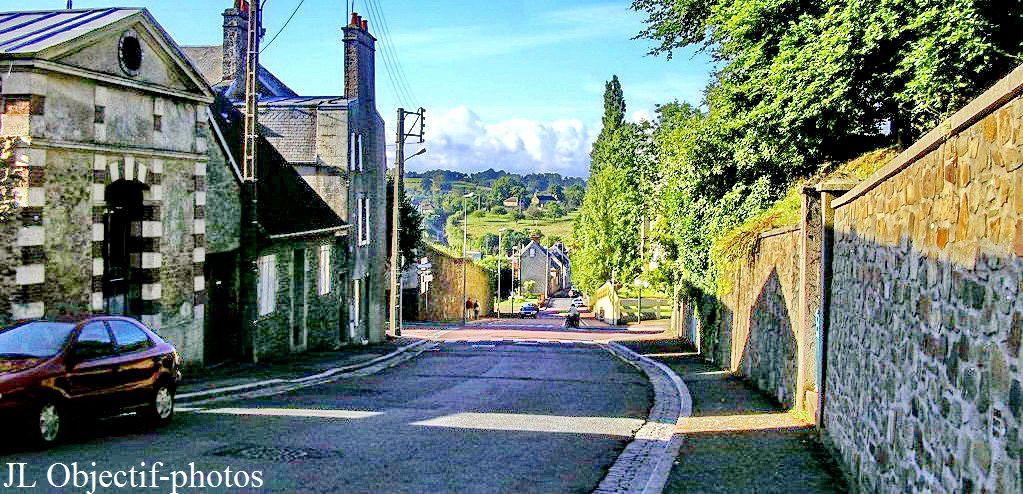 Coutances, Manche, Normandie, vue au bas de la rue Geoffroy de Montbray
