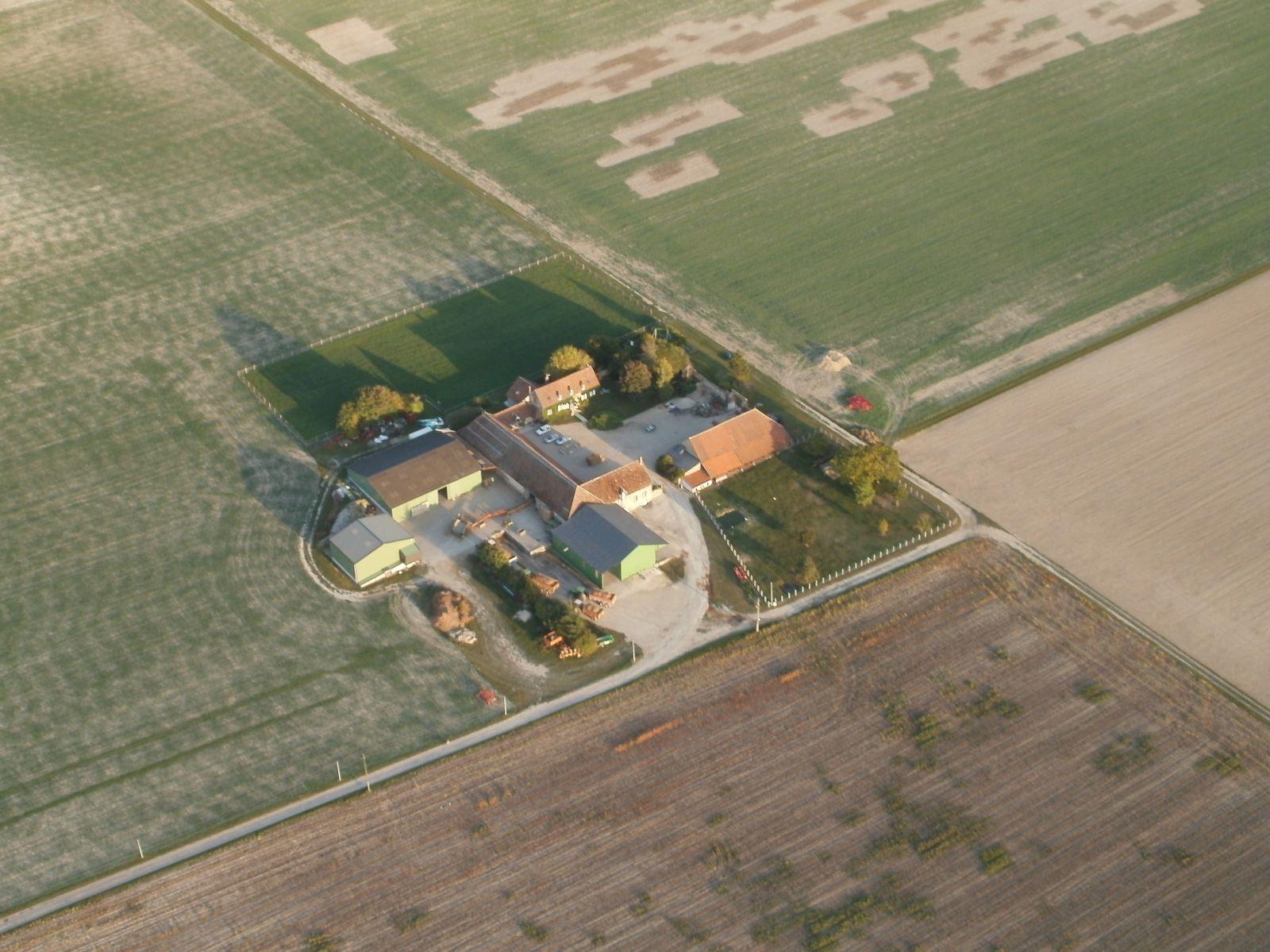 Une ferme céréalière.