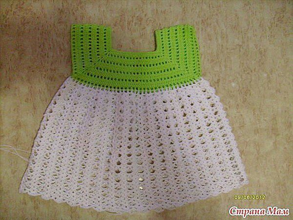 Robe blanche et verte avec ses grilles gratuites mod les pour b b au crochet - Robe bebe en crochet avec grille ...
