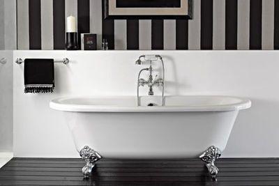 Vieilles baignoires salle de bain r cup d co - Baignoire ilot sur pied ...