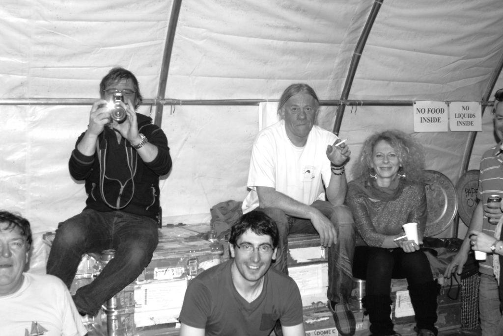 """1&2/ Sortie à 25km 3à8/ LA course de vélo 9à13/ Spaca Ossa 14à16/ Repas crêpes au camp d'été 17à24/ Premier gros départ 25à28/ Soirée """"Pasta"""" 29à37/ Deuxième gros départ 38/Skidoo façon MAD Max 39/Je vais travailler dans un de mes shelter 40/Christophe et Simon Co-hivernants DJs (juste pour la soirée!)"""