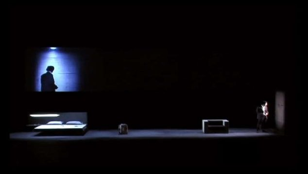 Le metteur en scène et vidéaste français Cyril Teste, propose des pièces de théâtre dans lesquelles la vidéo devient acteur.