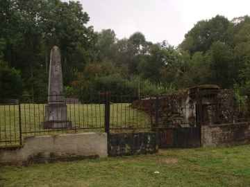 Le village détruit (situé dans le camp de SUIPPES) aujourd'hui avec son monument commémoratif