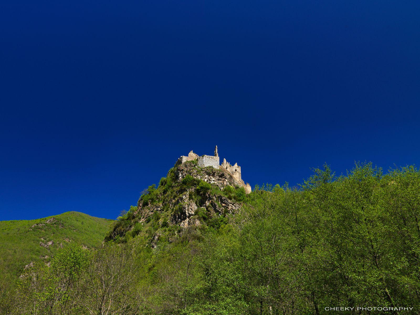 Les ruines du Chateau d'Usson (Ariège) - Un verrou sur le Donezan, donnant l'accès à la vallée de l'Ariège.