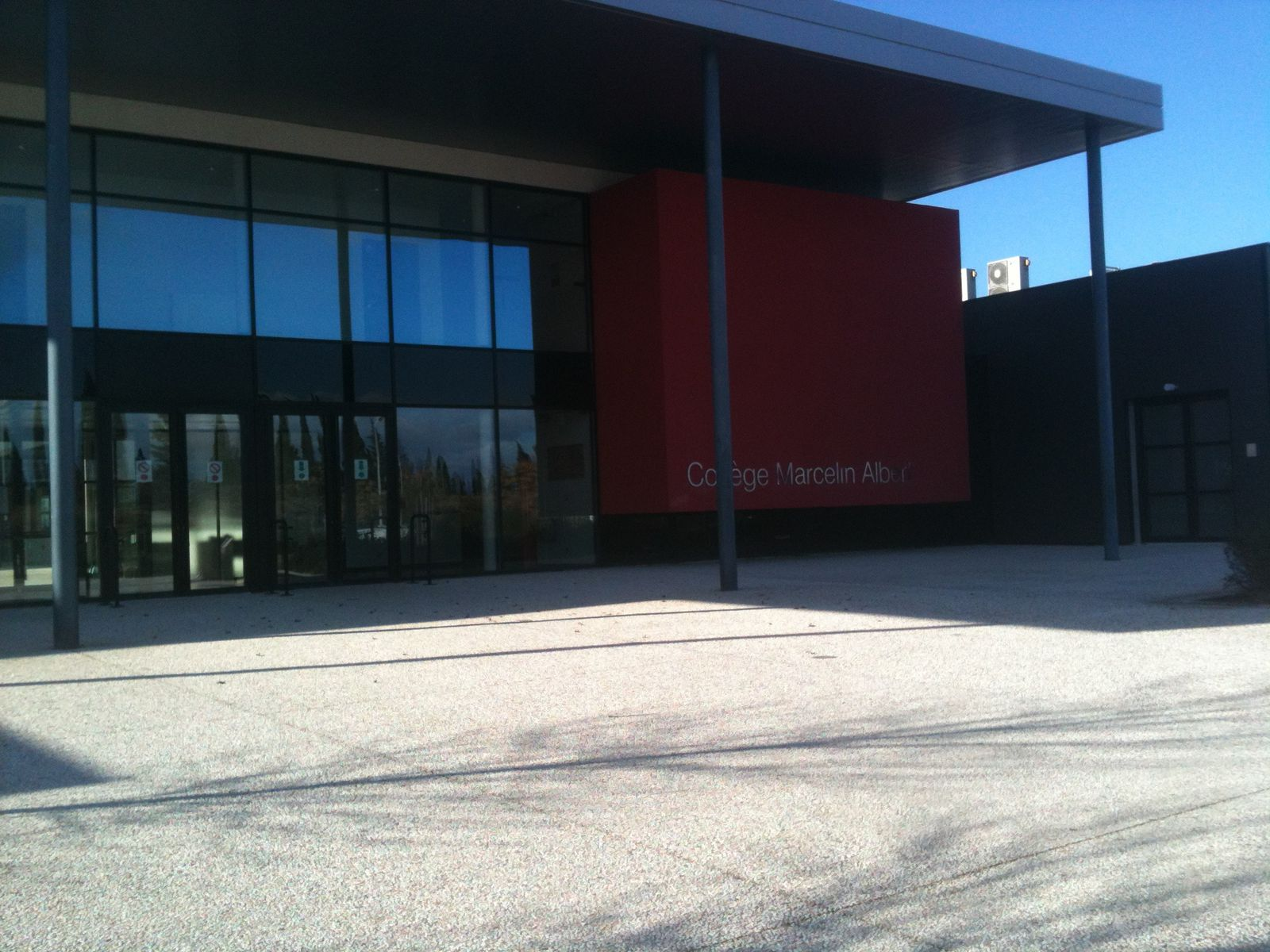 This is the front of our school. We come here every day at 8:15am.