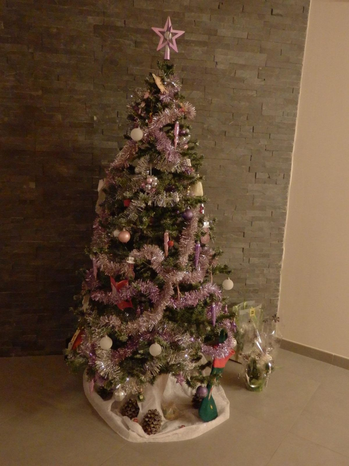 Loïc's Christmas tree… with beautiful garlands!