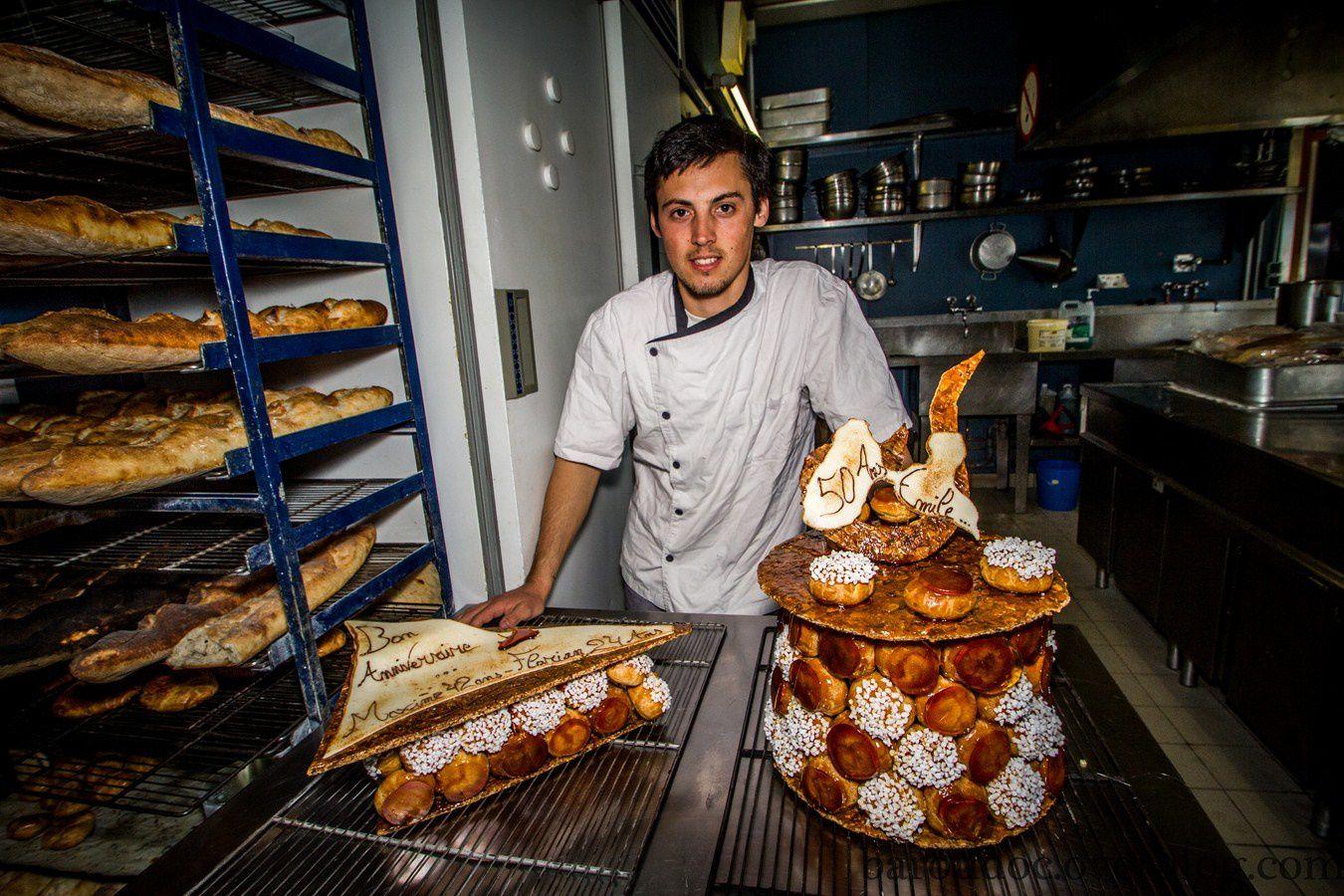 Du pain frais, des gâteaux d'anniversaire et de la bonne humeur, voilà ce que Willy amène à la mission.