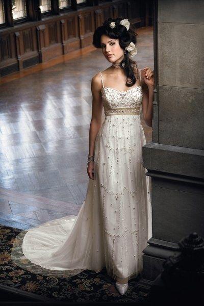 robe de mariage bretelle ligne a empire ornée de bijoux