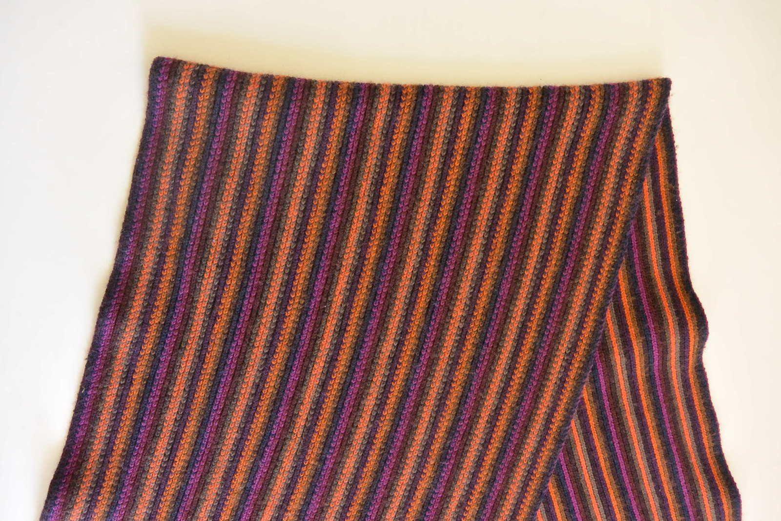 Echarpe rayée multicolore à franges