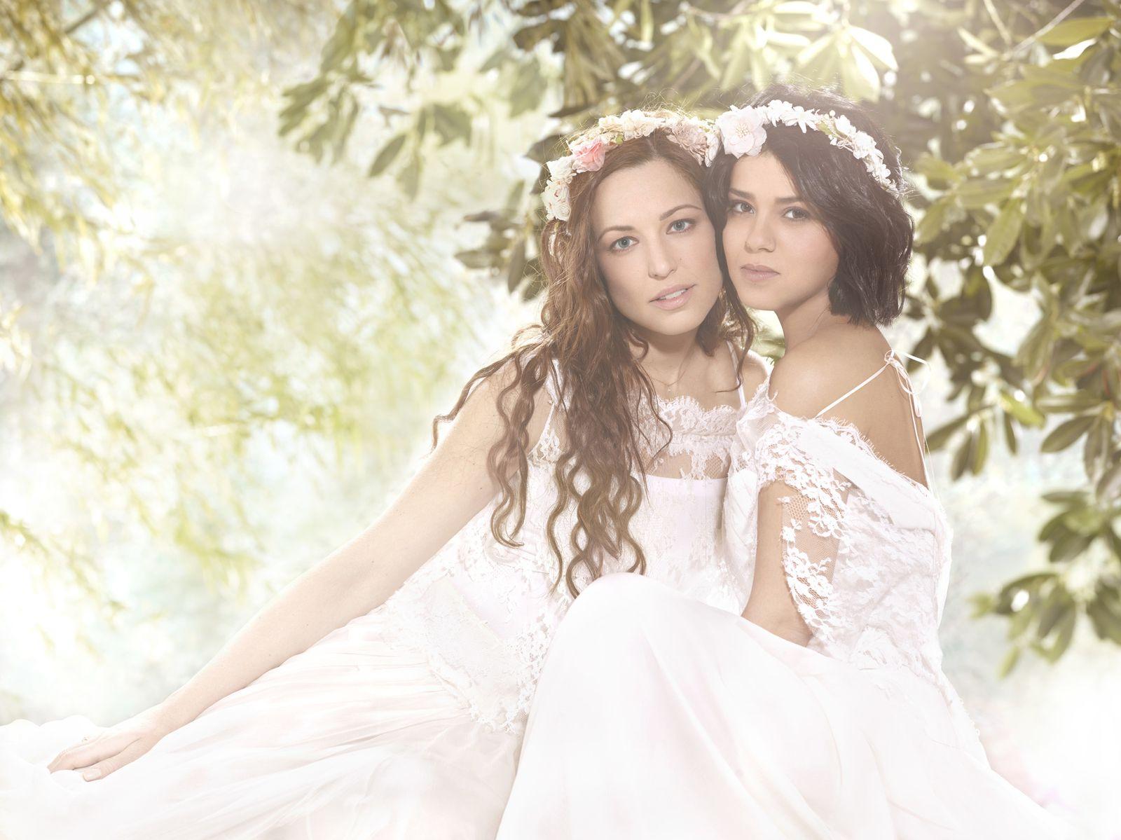 Natasha St-Pier et Sonia Lacen.
