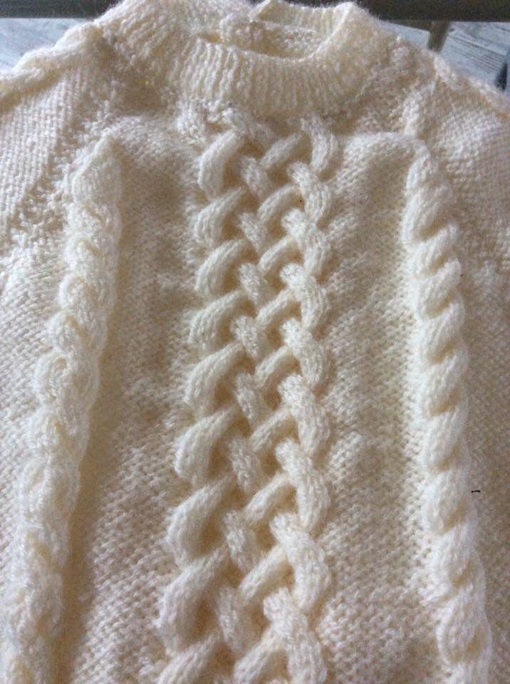 Robe Léna . Plein de torsades. Géniale a tricoter pour moi car toujours en train de compter.  Que du bonheur