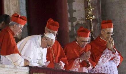 Le soir de son élection comme évêque de Rome, François a demandé à l'Eglise de prier pour lui et de le bénir.