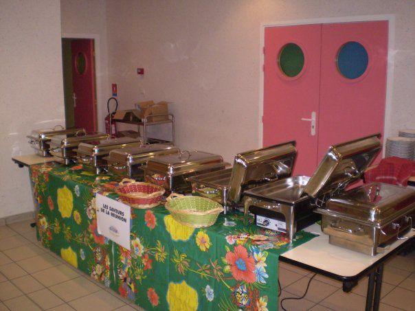 le succès de nos repas et soirées c' était ça : expliquer aux invités notre cuisine, chacun mange chaud, à son rythme et à volonté