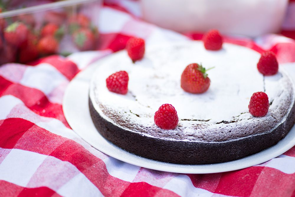 Almond, White Chocolate &amp&#x3B; Lemon 'Capri' Cake