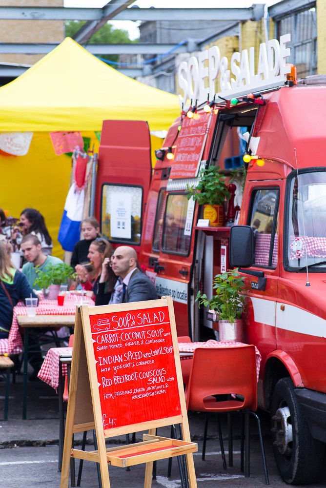 From Europe: Bunsmobile (Berlin), Le Refectoire (Paris), El Taco Truck (Stockholm), Buskruid (Amsterdam), Keep On Toasting (Brussels), Gurmetti (Emilia-Romagna via London), Heisser Hobel (Berlin), Tongue 'N Cheek (Lombardy via London). From Britain: Gingers Comfort Emporium (Manchester), Katie And Kim (Bristol), Street Kitchen (London), Wild Rover (Fife), Bessie (Kent), The Tinderbox (Surrey), Dorshi (Dorset), Ice Kitchen (London), Bao (London), Big Apple Hot Dogs (London), Square Root London (London), Stan's Snow Cones (East Sussex), The Cotton Club (London), Manjit's Kitchen (Leeds), Chinampas (Sheffield). Plus Street Vin pop-up bar and Kamm & Sons Store.