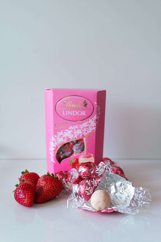 White Chocolate Ice-Cream with Lindor Strawberry &amp&#x3B; Cream Truffles