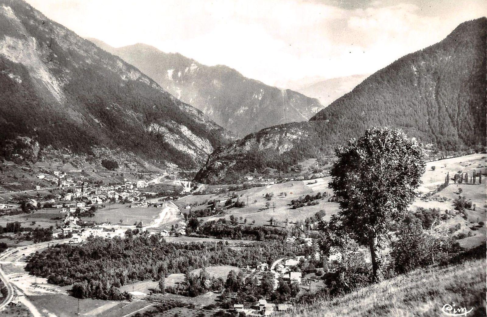La vallée d'Aigueblanche lors du travaux préparatoires de la conduite