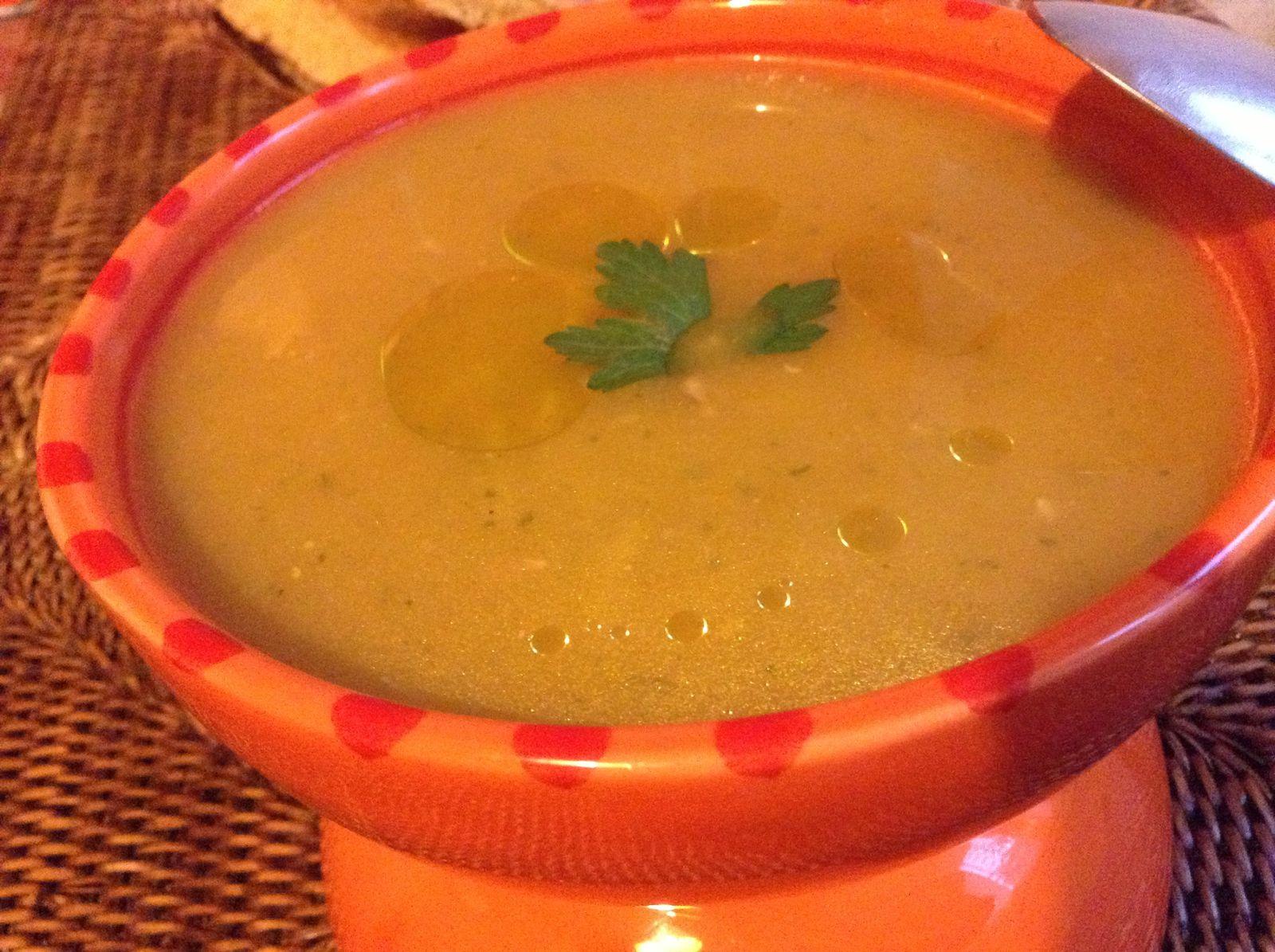 Soupe aux légumes à l'huile d'olive