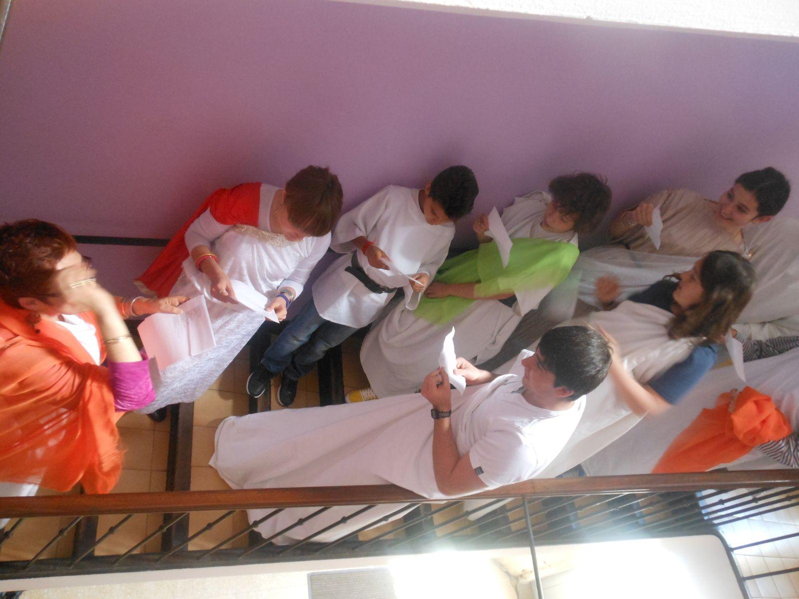 Chant romain retentissant dans les escaliers