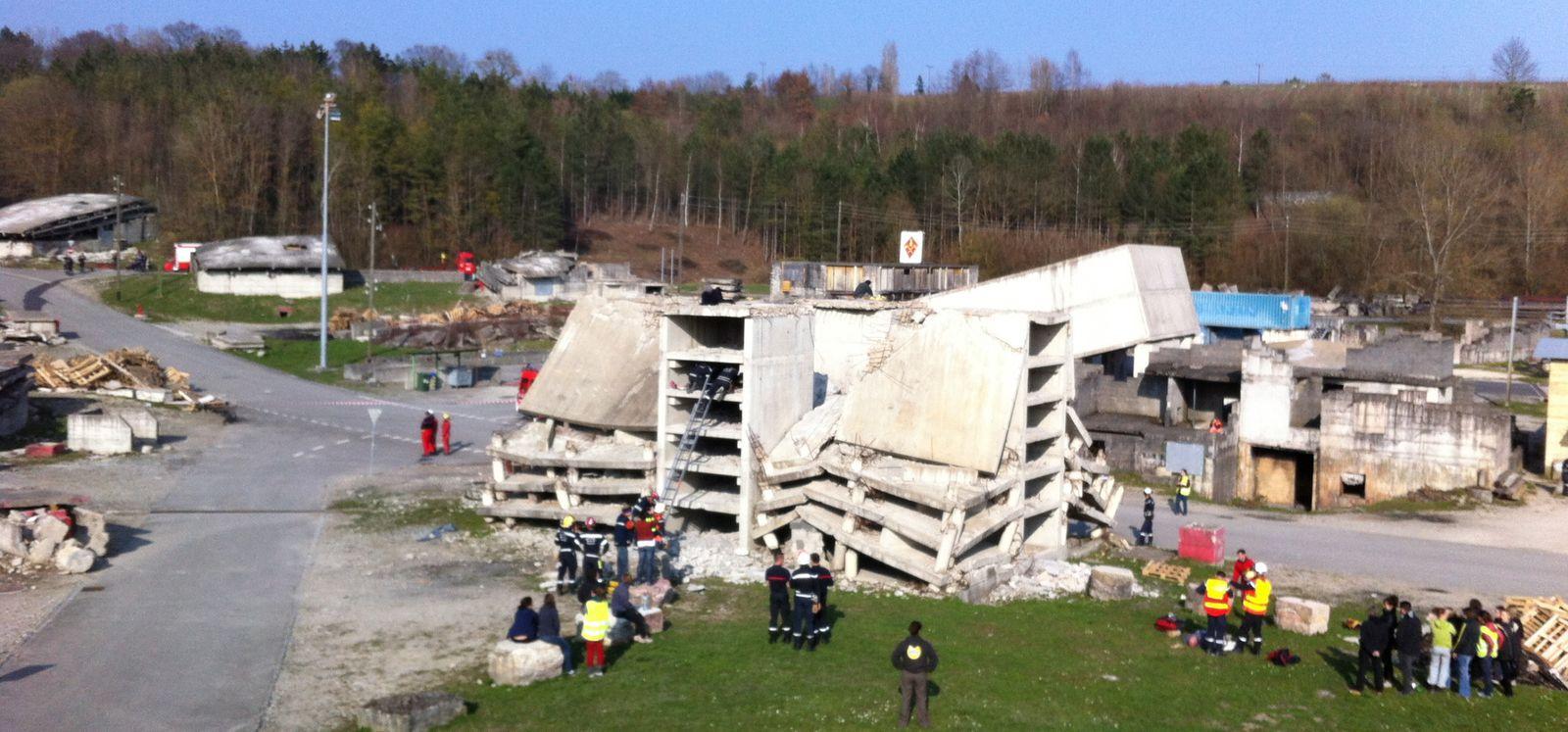 Plusieurs milliers de mètres carrés de bâtiments effondrés... Avec la sensation inédite de ce que peuvent ressentir des victimes ensevelies sous des décombres !...