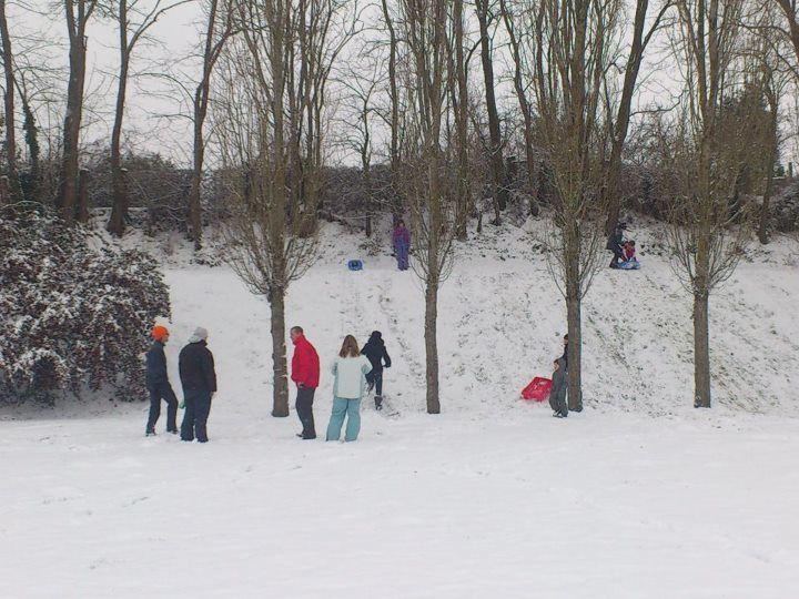 Neuville sous la neige...........
