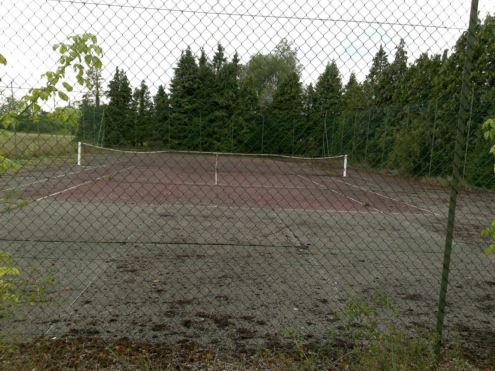 Terrain de tennis et de volley