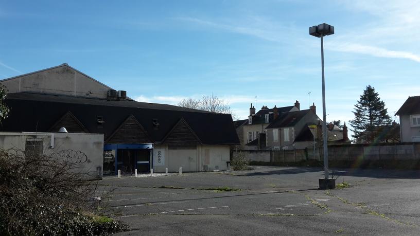 Bâtiment oublié  sur Nevers. ..