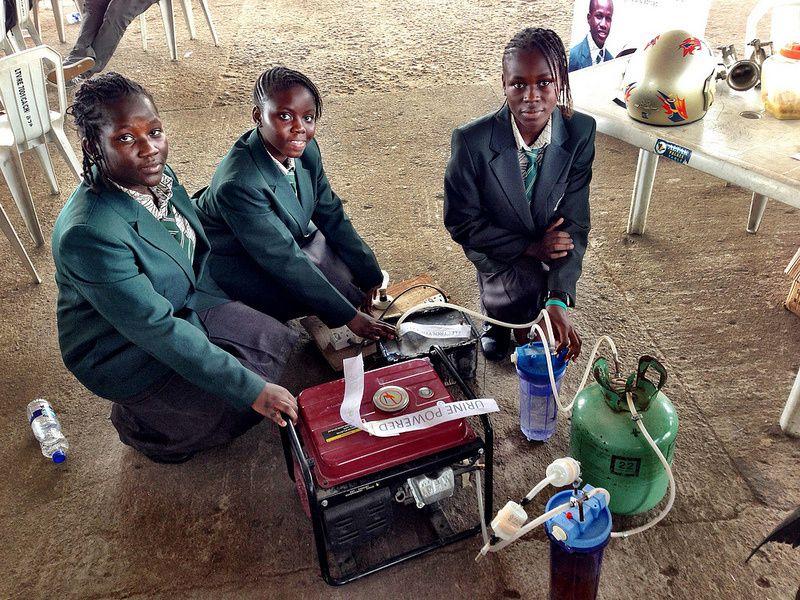 Produire de l'électricité avec de l'Urine: l'idée de génie d'une nigériane